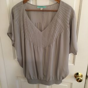Pleione gray pleated flowy blouse top size large